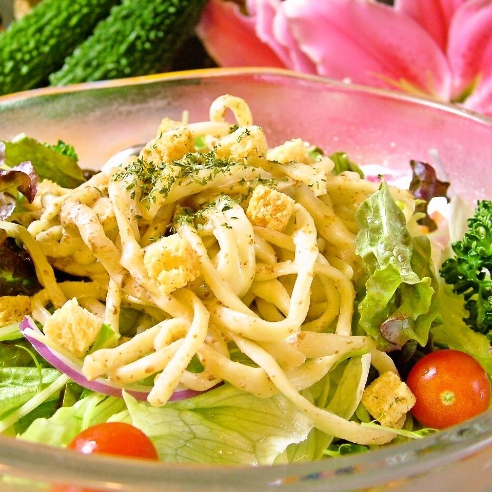 오키나와 소바의 시서 샐러드