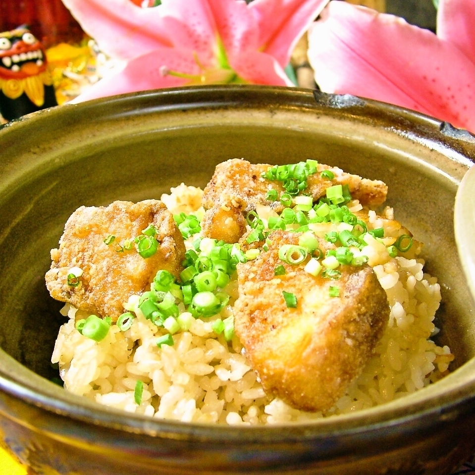 ぱいかじ 명물! 뚝배기 밥 흰살 생선 / 조류 연골과 치즈 / 돼지 고기 계란 / 오징어 먹물