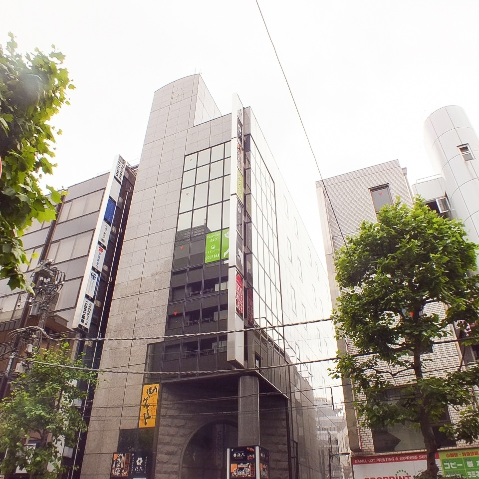 "JR Kanda station west entrance 1 min walk / Kanda station west entrance ⇒ Go to the right hand and go straight on to the left hand side of the ramen shop ""wind dragon"" ⇒ The 6th floor of a glass-enclosed building on the left hand corner immediately! ★"