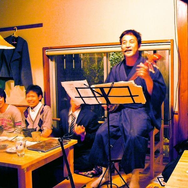 ≪沖縄民謡三線LIVEも随時開催♪≫前回は西里勝幸氏をお迎えし満席の中、夜遅くまで盛り上りました★