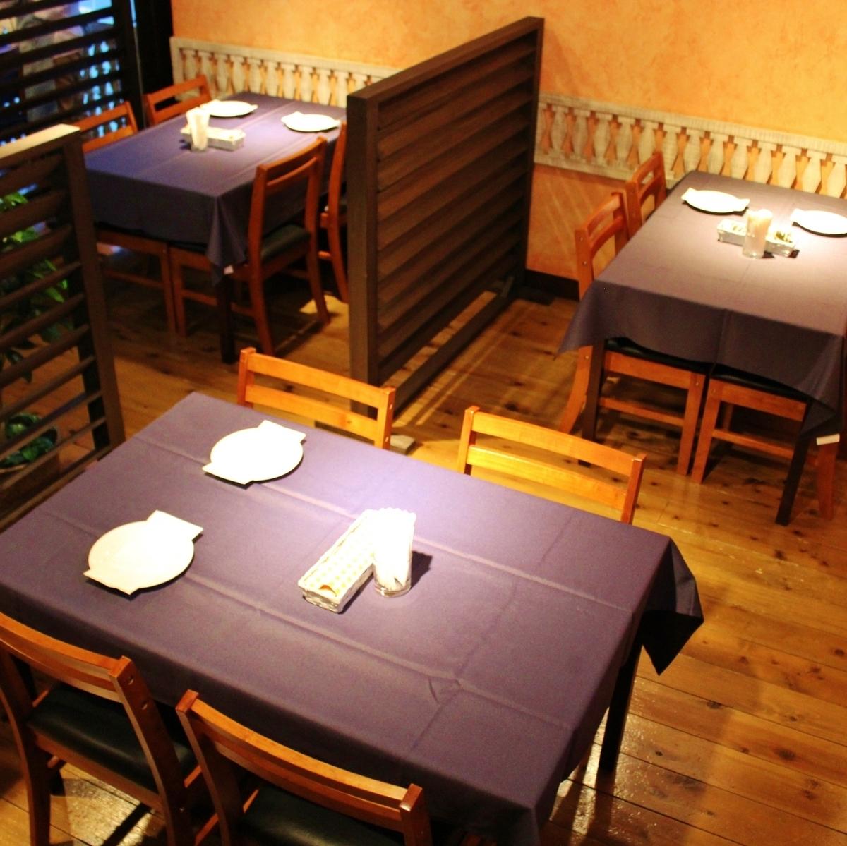 4人如果你用分区隔开桌子♪平静到半个单人间享受你的用餐。