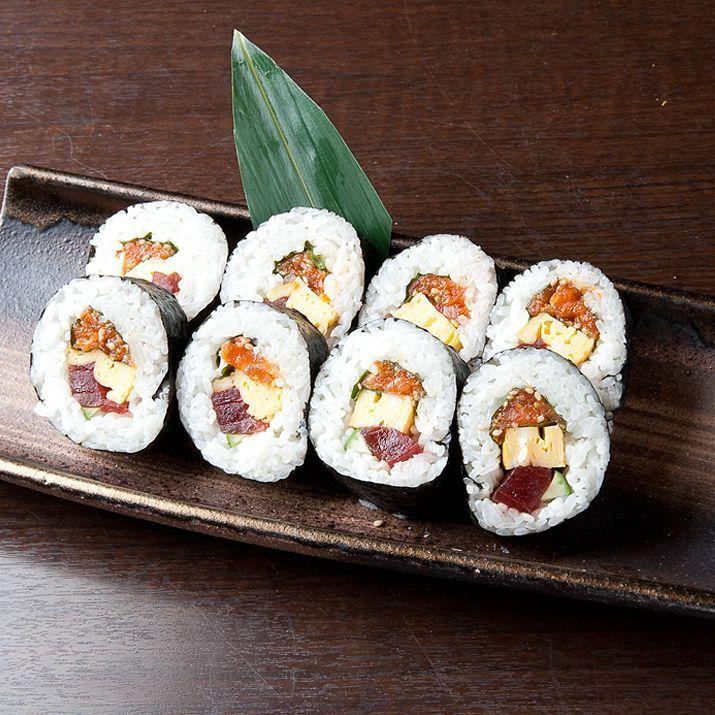 Tuna and salmon seaweed rolls