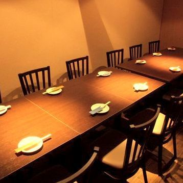A popular fully-private room can accommodate up to 14 people OK