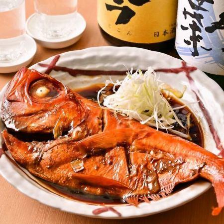 蒸鲷鱼的竹子小吃