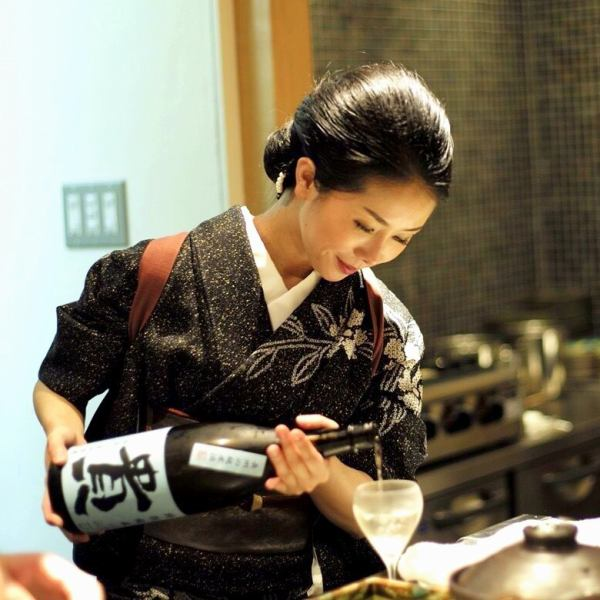 "The first-rate hospitality of the lady generals complements the taste of the first-class ""cuisine"" ""sake."""