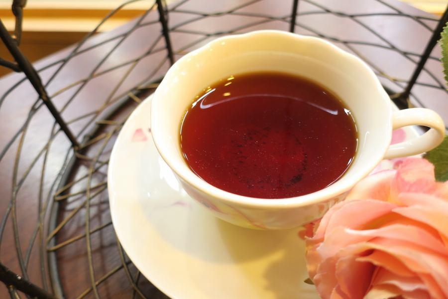 承诺饮料♪直接火焰烘焙咖啡和Rupicia混合茶是Kotori Cafe Sugamo的热门菜单