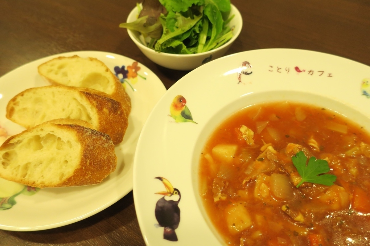 蔬菜通心粉※这是一套汤,面包和沙拉。