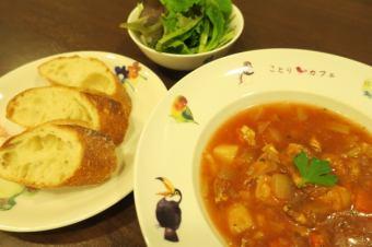 ミネストローネ ※スープ、バゲット、サラダのセットです。