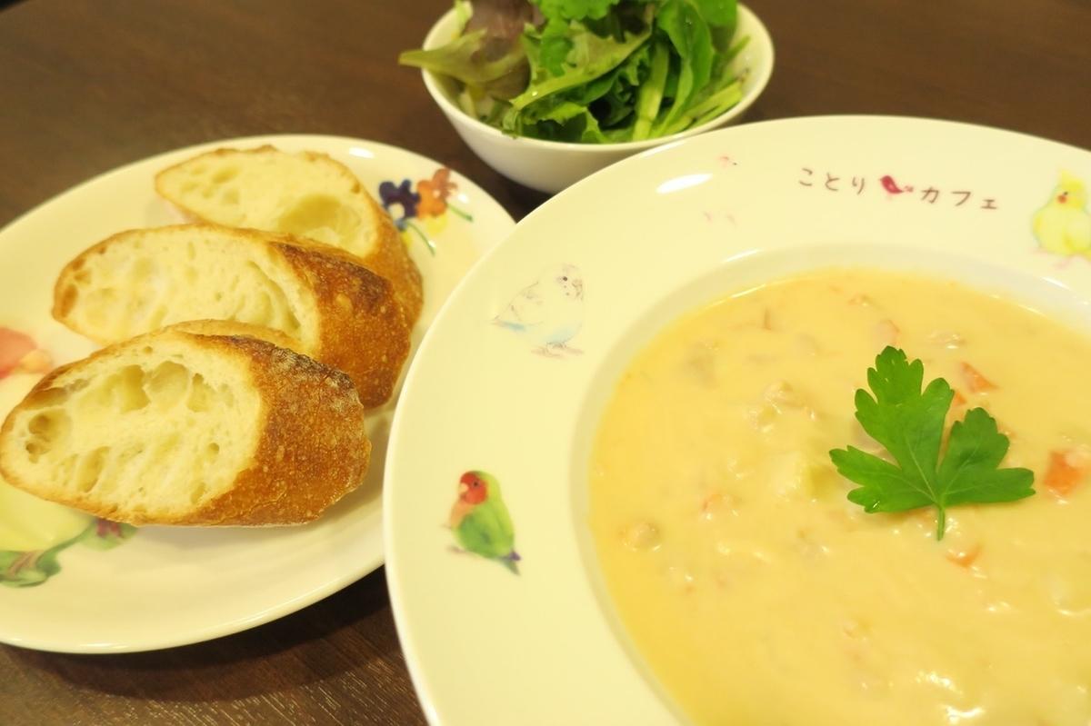 蛤蜊浓汤※汤,长棍面包,沙拉套。