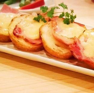 햄 치즈 프랑스 / 쯔나마요 프랑스 / 育風堂 수제 소시지 - 치즈 함께 ~