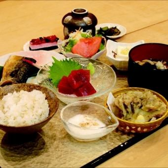 일본식 밥상 (先膳 : 계란 찜 · 샐러드 · 소하치)