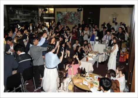The photograph is a state of actually of went wedding after-party.Screening of surprise DVD, gift lottery, flash mobs, etc., became a large-climax after-party.You can banquet plan available carried out in the amusement space charter! Please feel free to contact us!