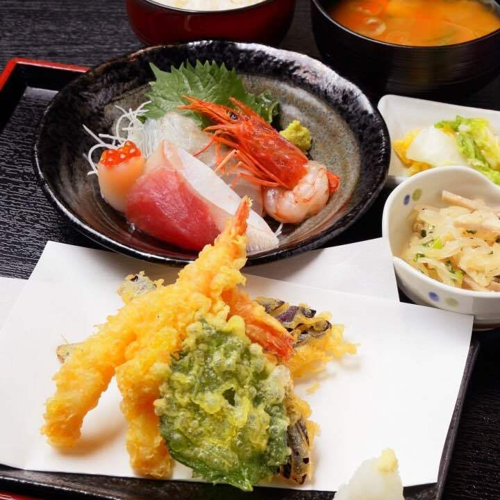 Tempura sashimi set meal