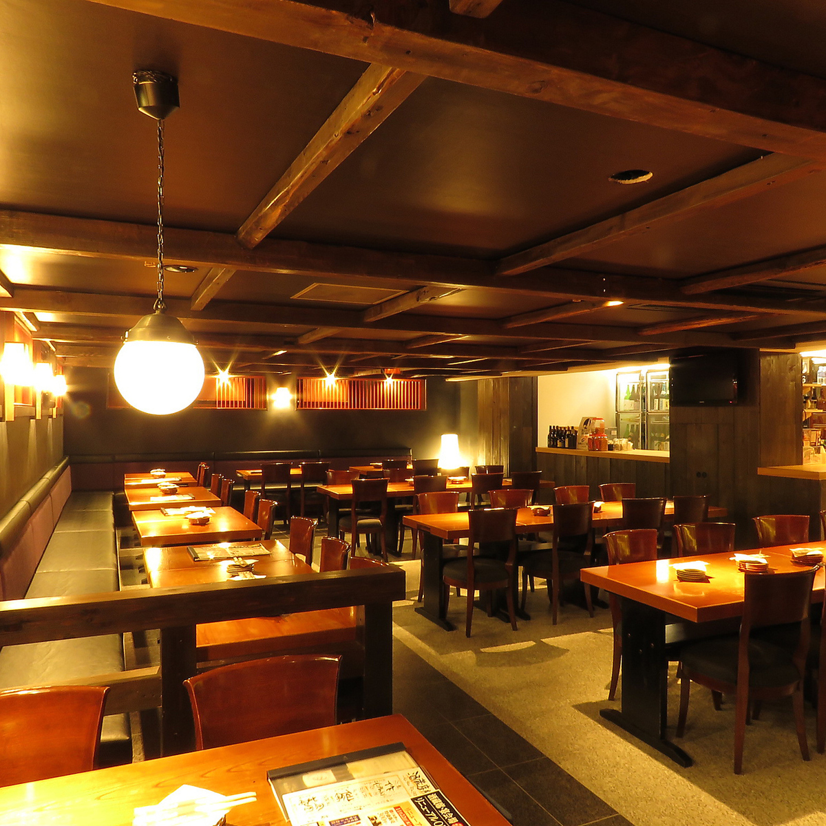 The interior of the spacious Japanese space has a heavy feeling and you can enjoy the dishes in a calm space.