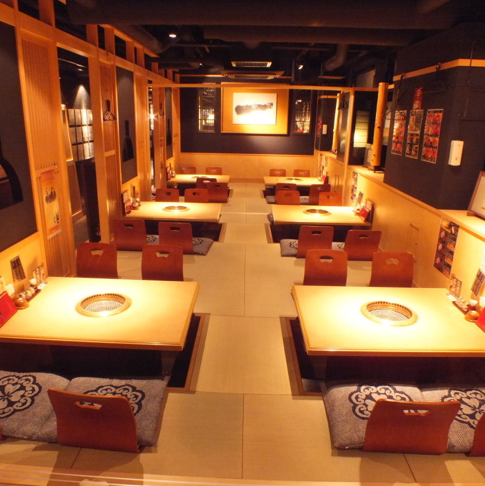 The fully-enclosed room has a 24-person seating so you can unwind slowly and relax without worrying about the neighbor.Full-size private room ☆ In the half-room compact floor room ☆ Yakiniku party, girls' party, charter banquet ☆