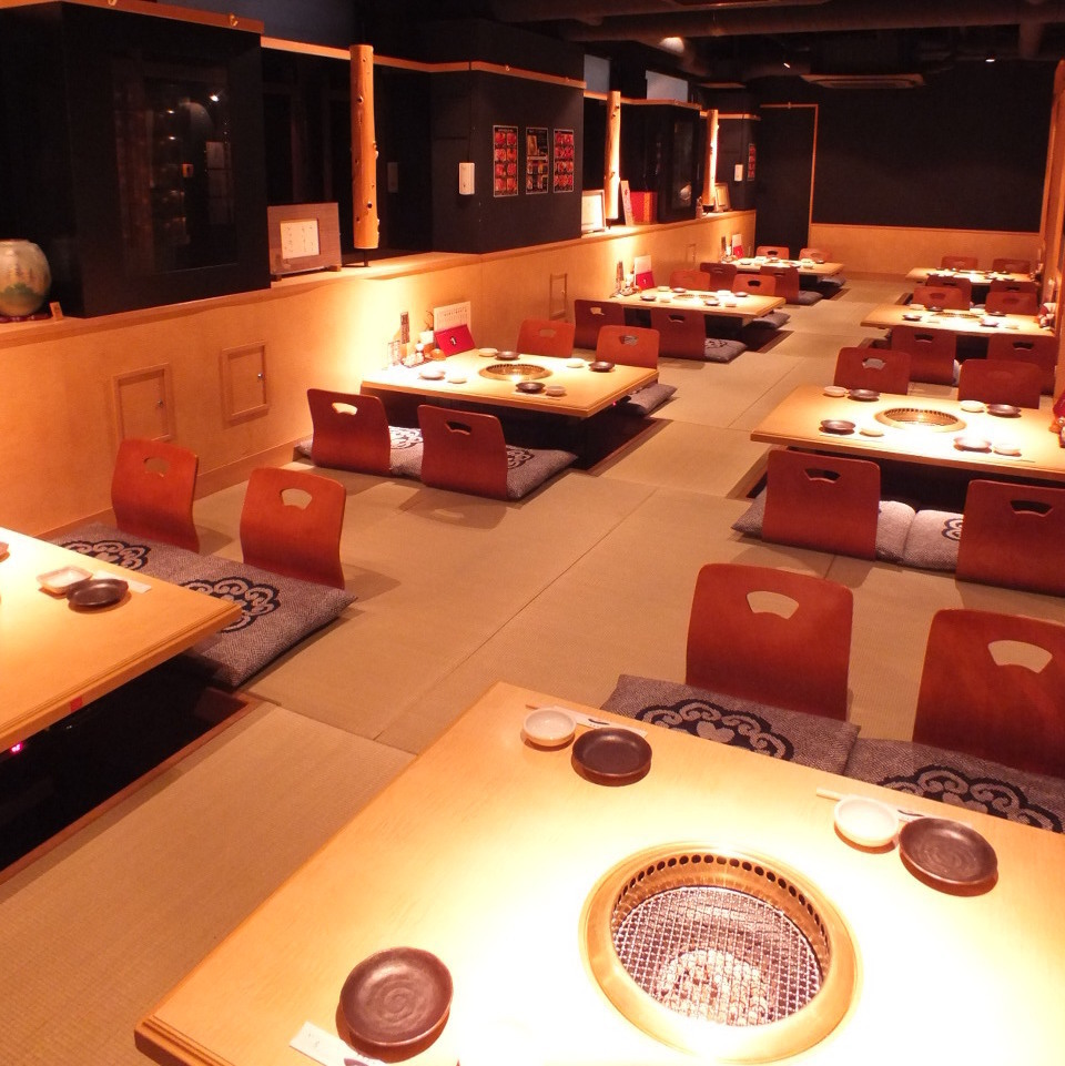 For a full-seat private room the 32 guest seats can relax slowly by extending their feet without worrying about the neighbor.Full-size private room ☆ In the half-room compact floor room ☆ Yakiniku party, girls' party, charter banquet ☆