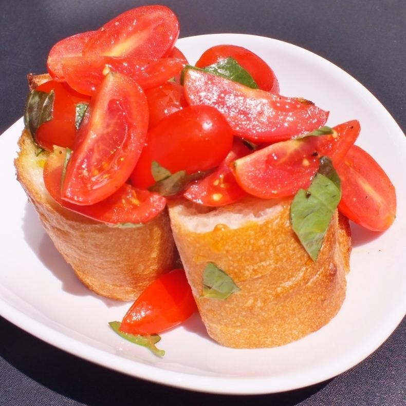 大量的西红柿Bruschetta