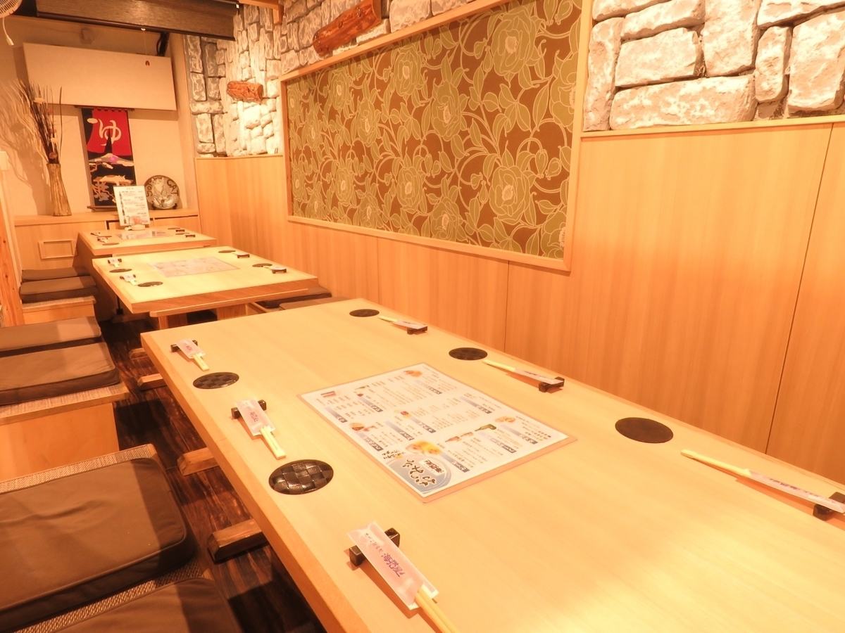 Half-room which is possible for a maximum of 15 people.We will make a half-size room according to the number of people, such as 4 people, 6 people, 5 people, so that it is easy to use even for dinner party with small number of people as well as for banquet.If you enjoy drinking in a spacious table seat this seat is recommended.