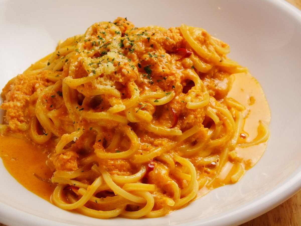 Snow crab's tomato cream sauce (plenty of sweet rich sauce)