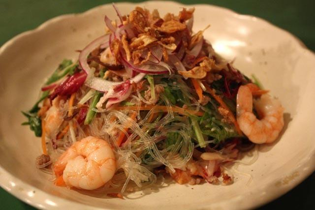 Yum un-sen «Thai style spring rain salad»