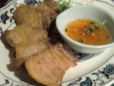 Crispy fried boiled pigs