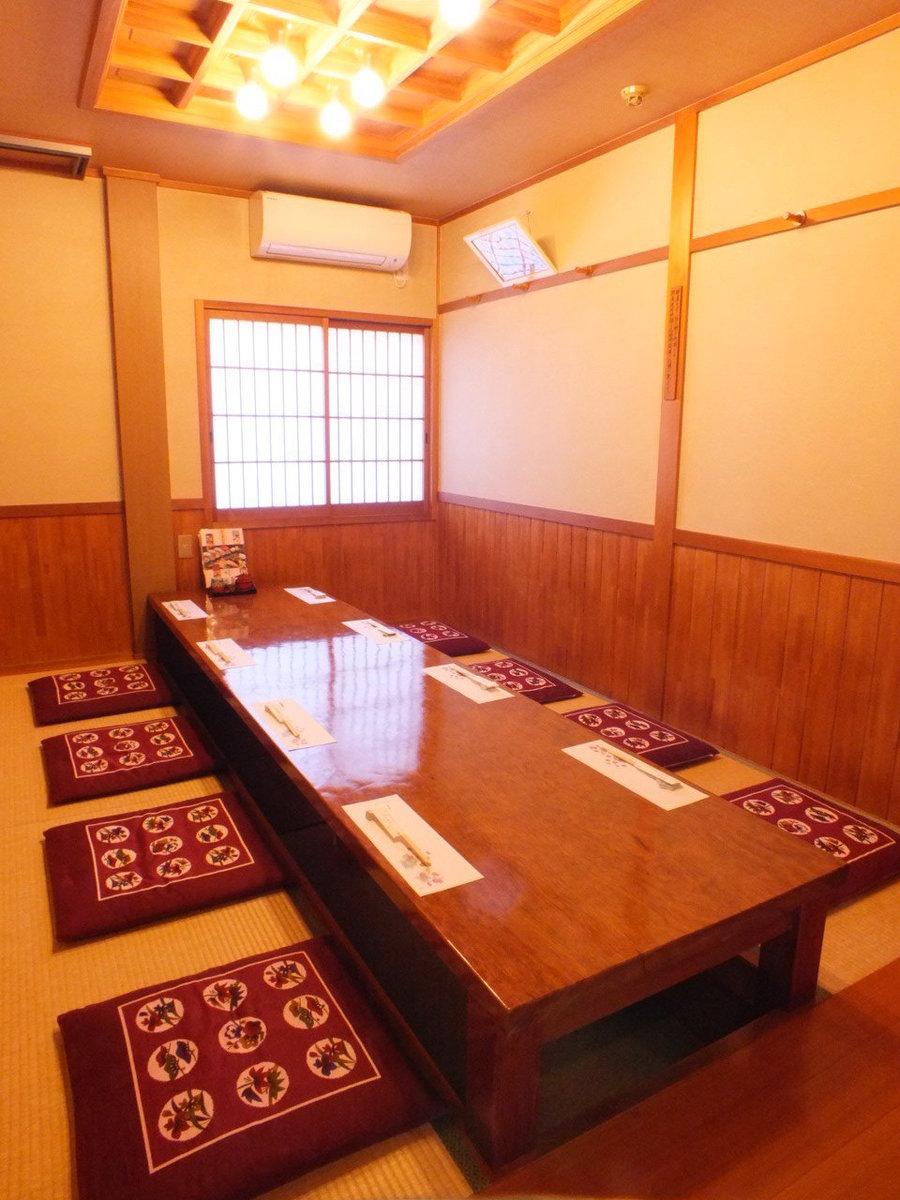 宽敞的二楼桌椅