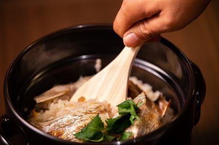 名物土鍋炊き 鯛飯