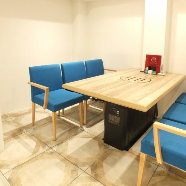 테이블 석입니다.앉아 편안한 의자입니다.