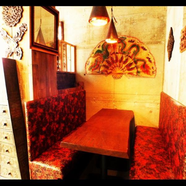店内でただ1つのソファー席♪6名程度での飲み会にもご対応できます。♪(新橋 飲み放題 居酒屋 タイ料理 宴会 女子会 記念日)