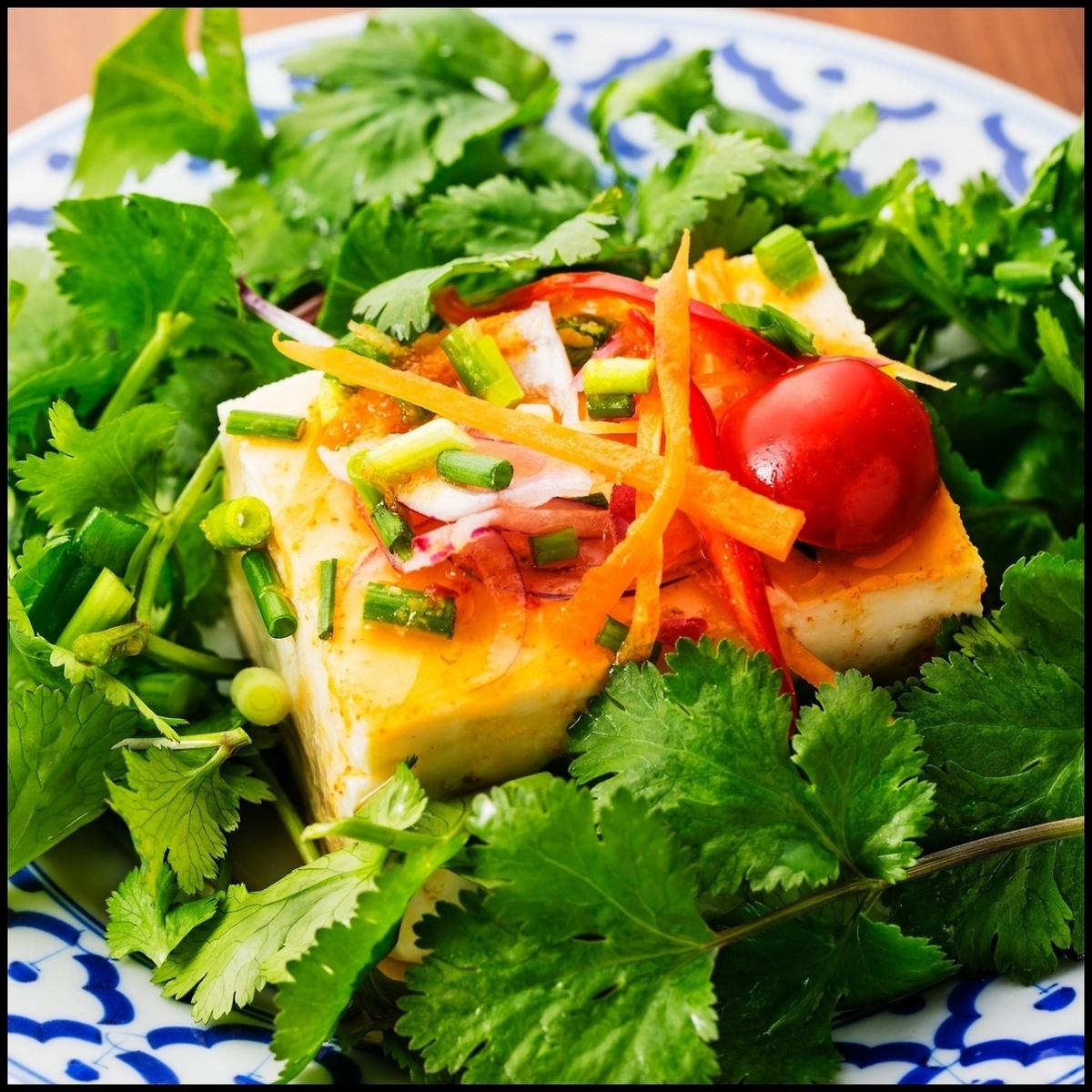 パクチー豆腐サラダ仕立て