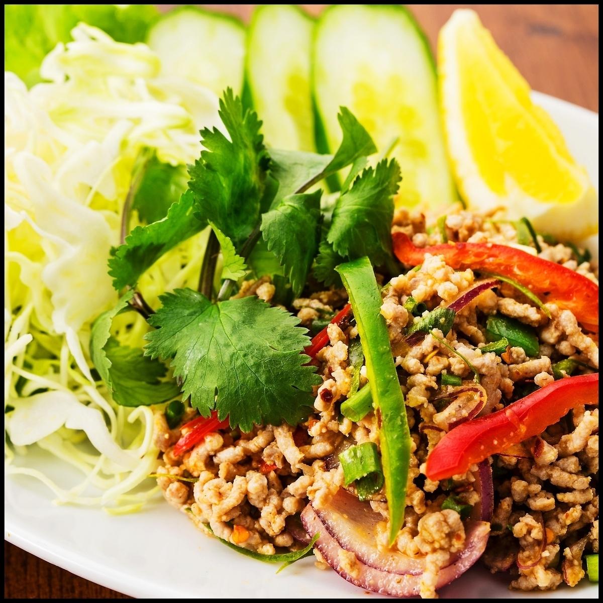 ラープ・ガイorムー(鶏or豚ひき肉のサラダ)