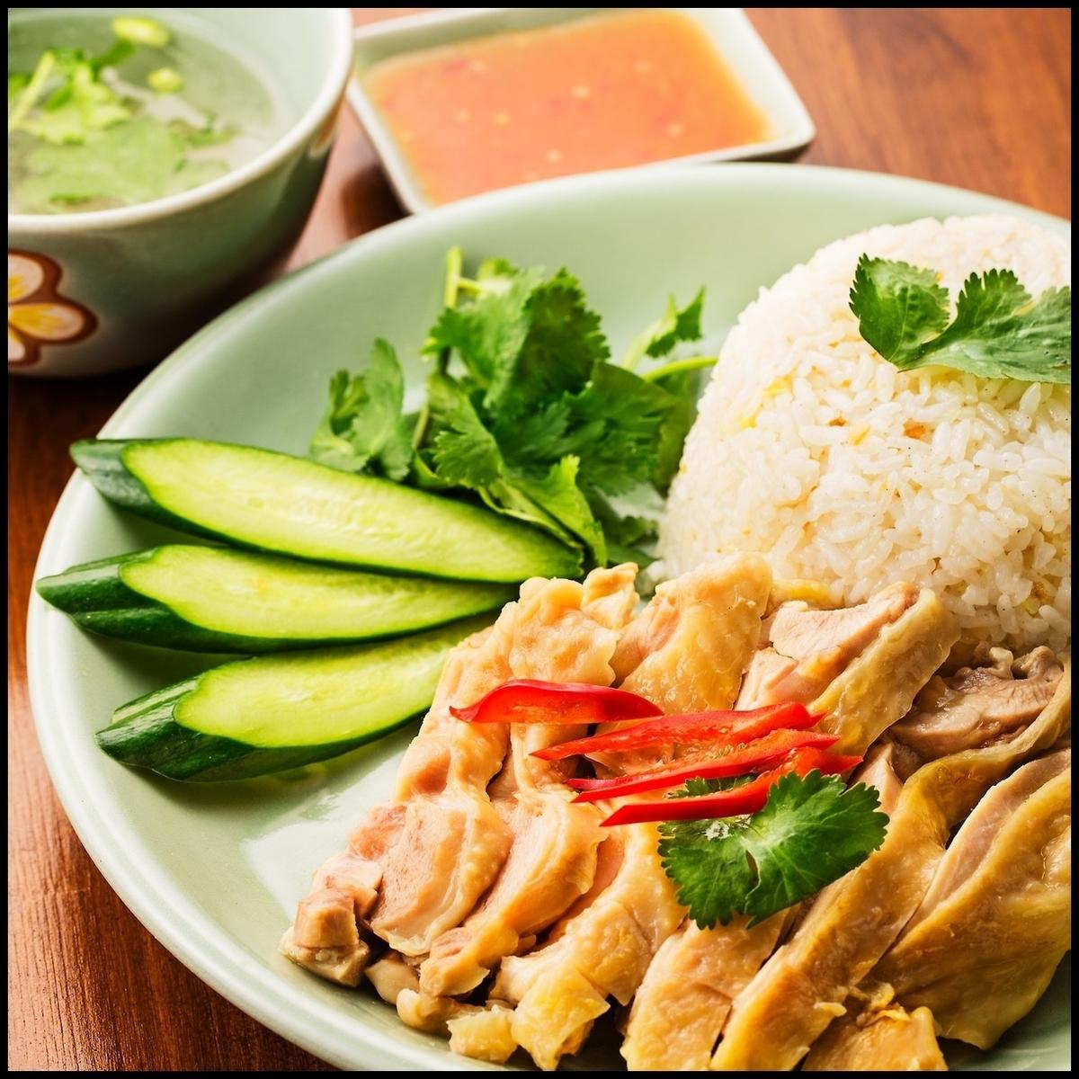 カオマンガイ(蒸し鶏の炊き込みご飯)