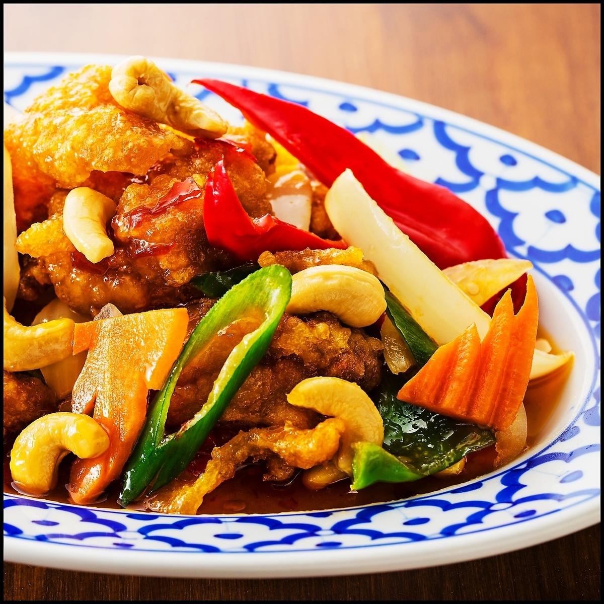 ガイバッドメッドマムァン(鶏肉とカシューナッツの炒め)