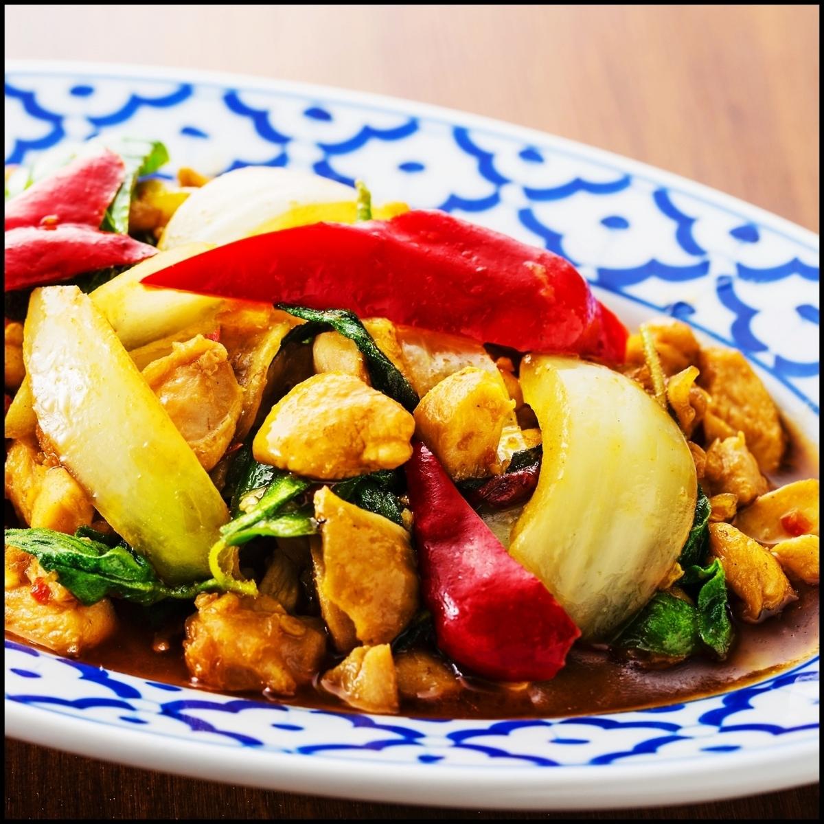 ガパオガイ(鶏ひき肉の炒め物)