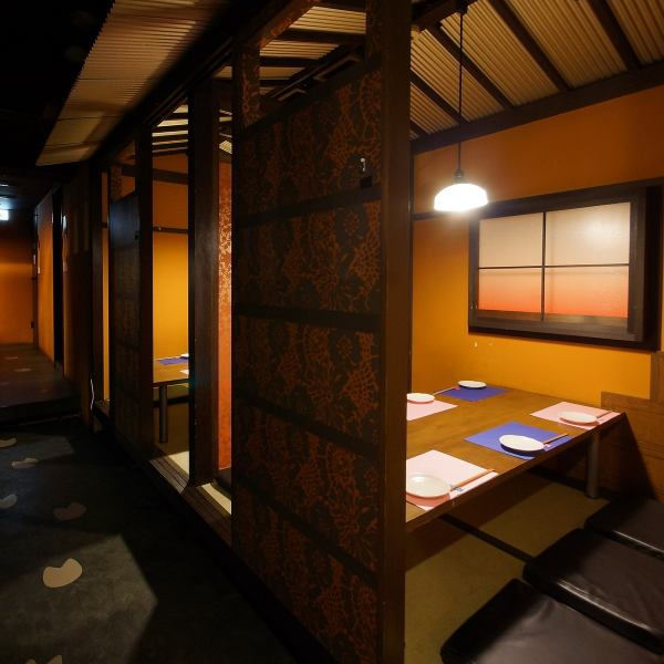 """Private room tavern """"Hanasaki"""" is recommended if you party in the vicinity of Kyobashi station ◎ You can enjoy all you can eat and drink as much as you want ♪ Of course you can also order a single item OK! 2 tables from the table seat ◎ eat and drink in a relaxing chic space All you can do ♪"""