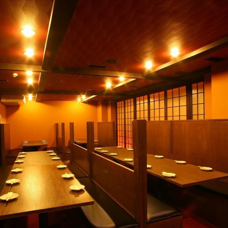 一個私人房間,你可以脫掉鞋子放鬆休息從12人到60人的宴會,可移動隔斷