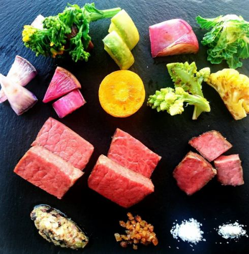 鹿児島産黒毛和牛のステーキと鎌倉野菜の鉄板焼き