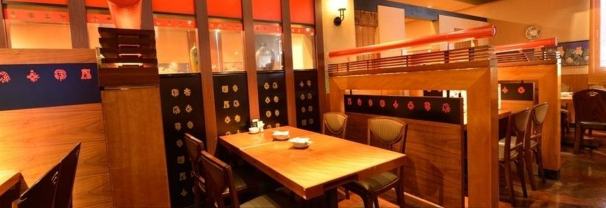 テーブル席は全席仕切りあり。ゆっくりと御飲食できます。