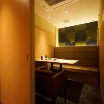 店内の奥には個室もご用意しておりますので宴会やお食事、デートにもおすすめ♪※お席のみ利用の際は個室料 1室¥2000いただきます