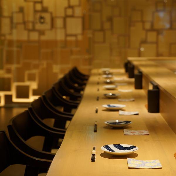 ゆったりしたカウンターで日本酒と焼鳥をお楽しみください。