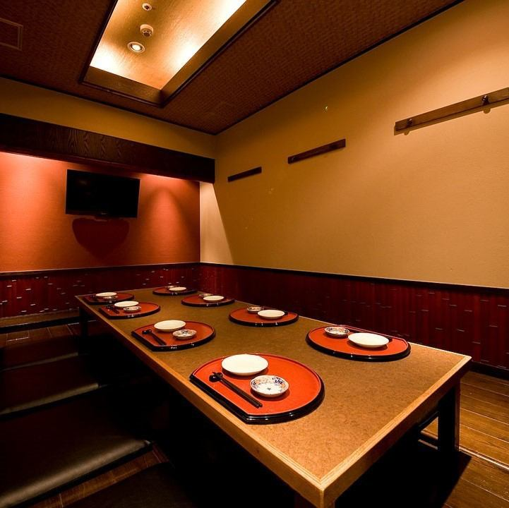 [Private room equipped with] a number of luxury Japanese taste in a private room of calm atmosphere ...