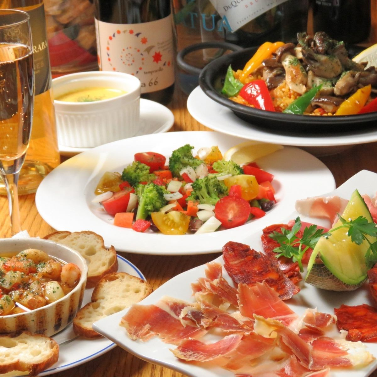 At home and Spanish restaurant ♪ that you can feel comfortable [spirited] with orange space and music