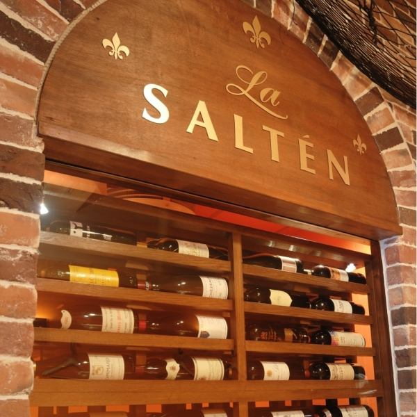 Wine cellar equipped! To unusual things from affordable ones, has a wide variety of wines to match the dishes.