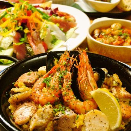 西班牙海鲜饭与大量的巴伦西亚风格的鱼