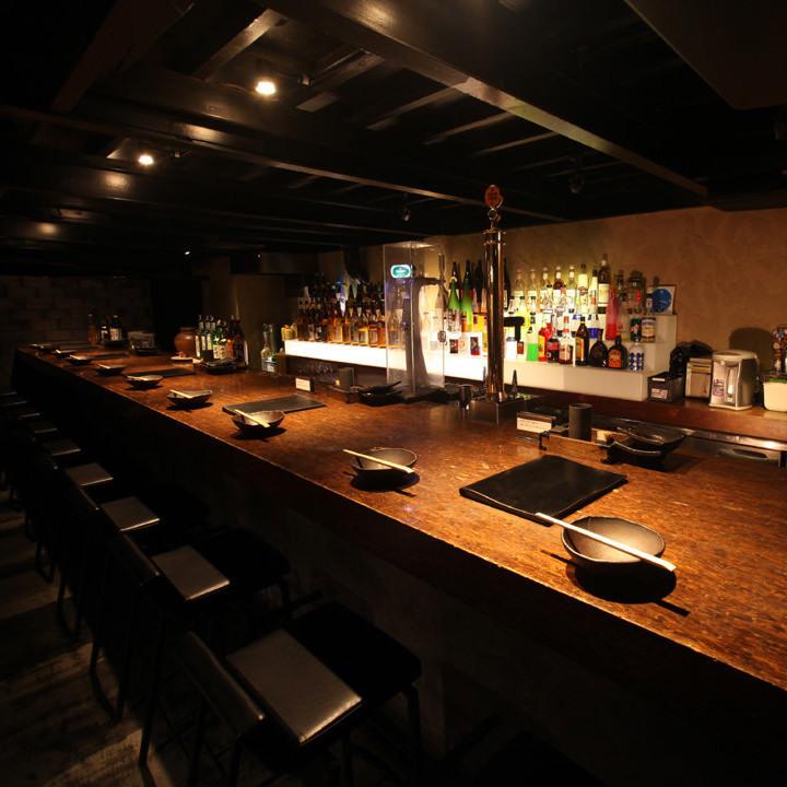 吧台。请与酒吧工作人员聊天,享受约会的第二方时尚氛围。
