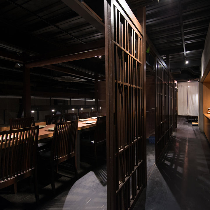 它是一个受欢迎的座位!它已成为柱廊的建筑物,即使在私人房间也没有紧绷感。