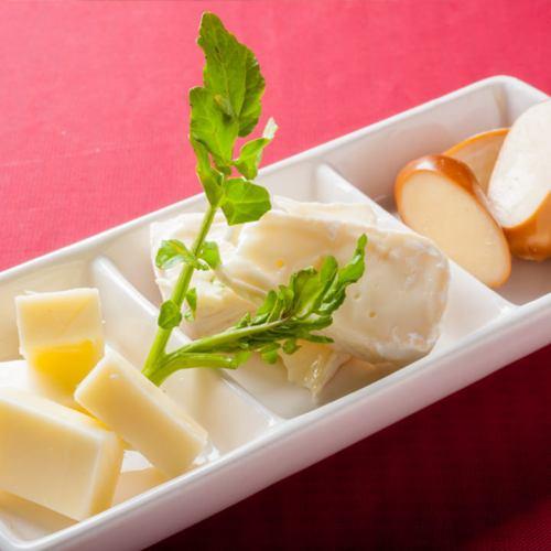 ◎いろいろ楽しめる◎3種類のチーズ盛り