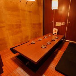 【5~7名様】5名様からご利用いただける少人数向けの掘りごたつ式完全個室です。ご友人との飲み会や家族団らんにぴったりの広さ!