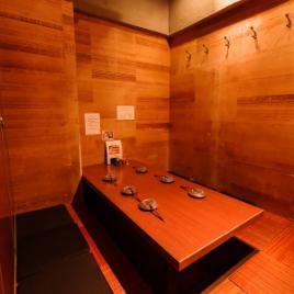 【6~8名様】壁・扉付きの掘りごたつ部屋。完全個室ですので、お身内だけで盛り上がりたいシーンにおすすめ!ご友人との賑やかな飲み会にいかがでしょうか?