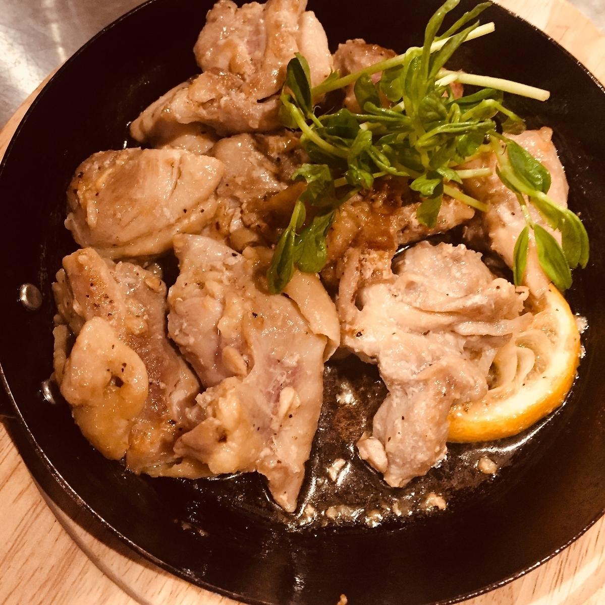 若鶏モモのニンニク鉄板焼き